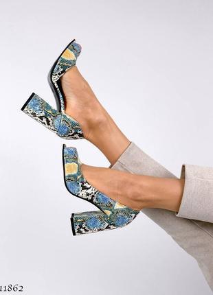 Шикарные женские кожаные  туфли на высоком каблуке рептилия