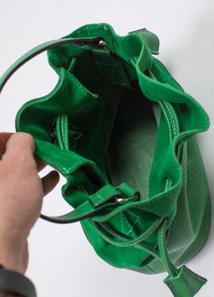 Красивая сумка-мешок из кожи с замшевой вставкой.3 фото