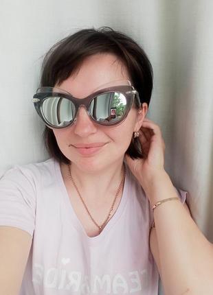 Сонцезахисні окуляри. очки. аксесуари