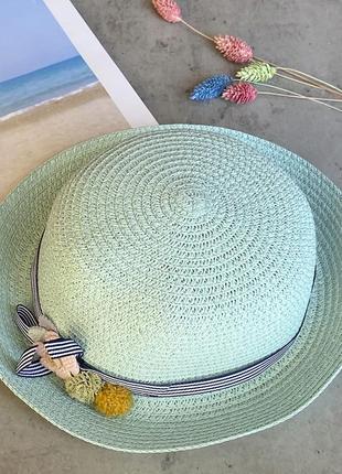 Cоломенная панама mi-mi мятного цвета с лентой и элементом декора в виде цветов2 фото