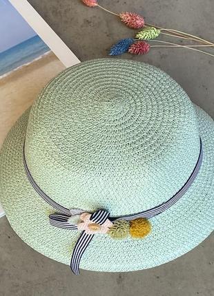 Cоломенная панама mi-mi мятного цвета с лентой и элементом декора в виде цветов
