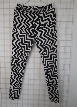 Штаны с абстрактным рисунком, трикотаж, черные с былым2 фото