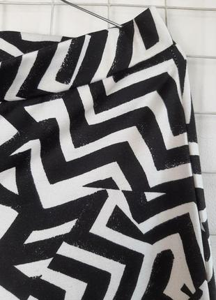 Штаны с абстрактным рисунком, трикотаж, черные с былым