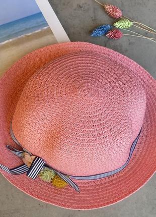 Cоломенная панама mi-mi розового цвета с лентой и элементом декора в виде цветов