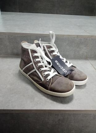 Стильні нубукові кроси