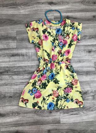 Яскрава літня сукня