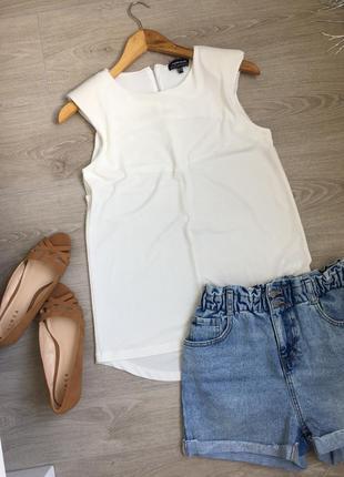 Блуза футболка с плечиками , в идеале
