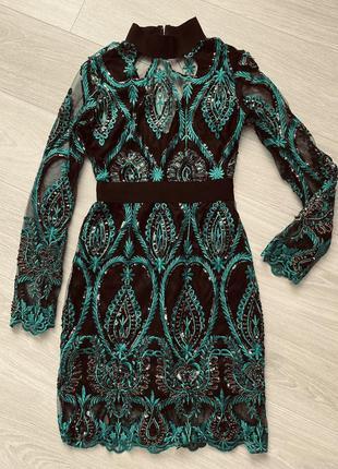 Шикарна мереживна сукня