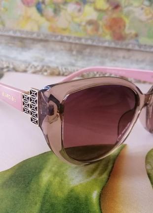 Стильные розовые брендовые солнцезащитные женские очки