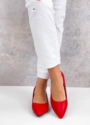 Яркие красные женские туфли  leona5 фото