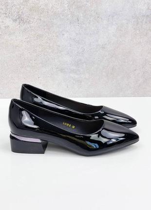 Черные лаковые женские туфли leona
