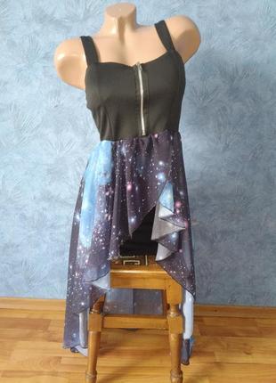 Шикарное платье на тонких брителях со шлейфом