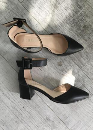 Туфли-лодочки на ремешке тренд 2021