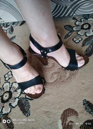 Кожаные босоножки minelli,на высоком каблуке,в идеальном состоянии,куплены в париже..
