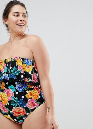 Слитный купальник-бандо в горошек с цветочным принтом и помпонами asos curve