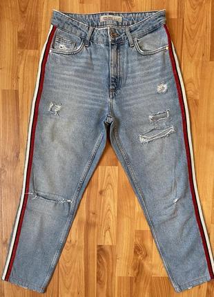 Рваные джинсы с лампасами