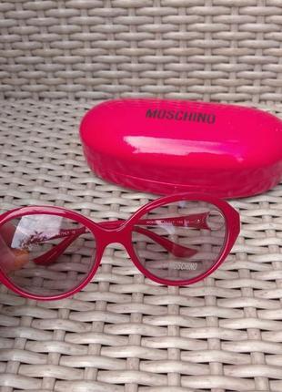 Фирменные солнцезащитные очки  оригинал  новые