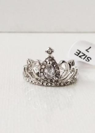 Кольцо серебристого цвета корона