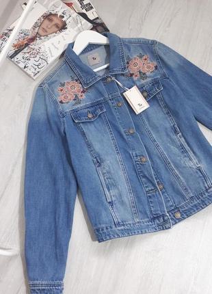 Джинсовая курточка. джинсовый пиджак. джинсовка с вышивкой