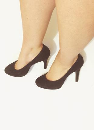 Черные туфли на удобном каблуке