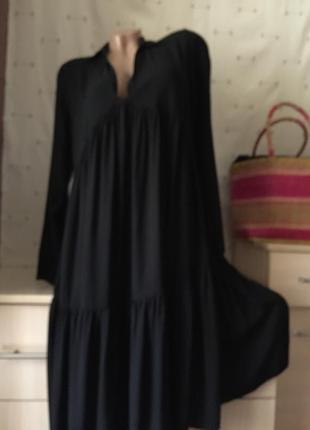Чёрное свободное платье миди с рукавом