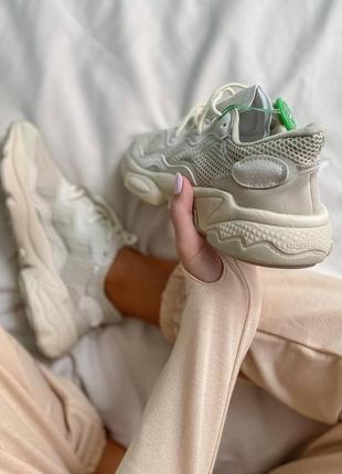 Женские кроссовки adidas ozweego clear brown white9 фото