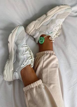 Женские кроссовки adidas ozweego clear brown white7 фото