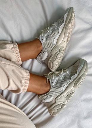 Женские кроссовки adidas ozweego clear brown white3 фото