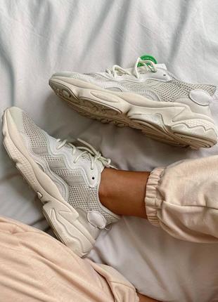 Женские кроссовки adidas ozweego clear brown white6 фото