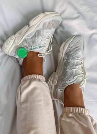 Женские кроссовки adidas ozweego clear brown white4 фото