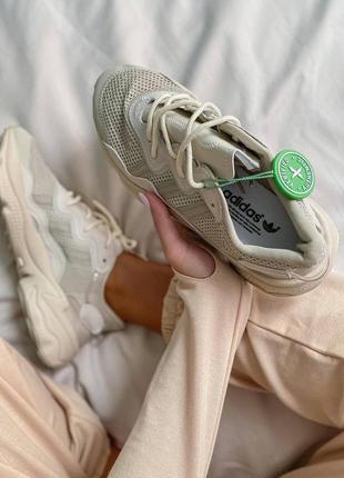 Женские кроссовки adidas ozweego clear brown white8 фото