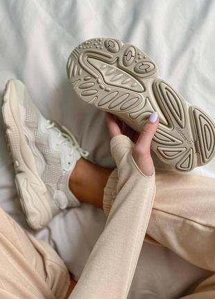 Женские кроссовки adidas ozweego clear brown white10 фото
