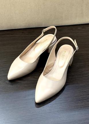 Модные кожаные туфли