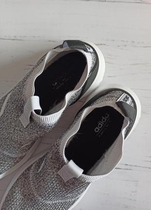 Шикарные кроссовки adidas оригинал5 фото