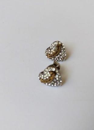 Серьги гвозди с логотипом  с стразами, в форме сердца juicy couture.размер 9 на 10 мм.