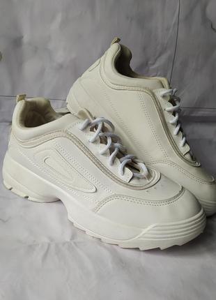 Стильные белые кроссовки тренд платформа