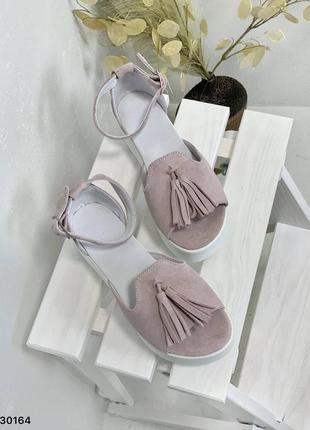 Босоножки нежный лиловый замш с кисточкой открытый носок3 фото