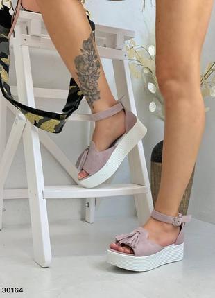 Босоножки нежный лиловый замш с кисточкой открытый носок5 фото