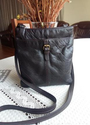 Кожаная темно коричневая сумка кроссбоди фирмы marks&spencer