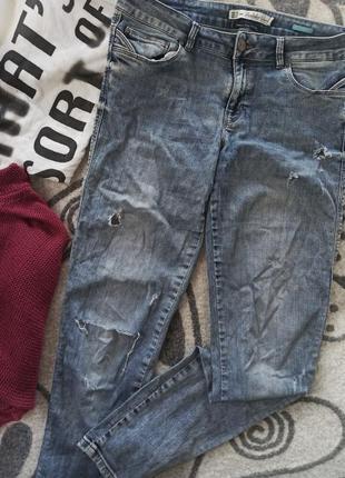 Легкие рванные джинсы