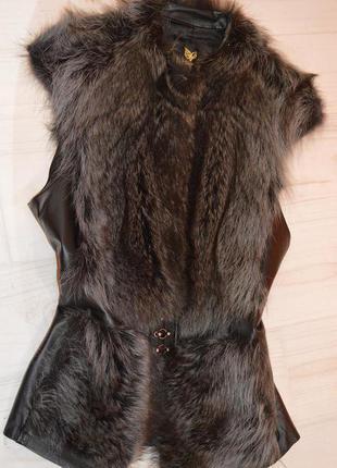 Меховая жилетка из енота