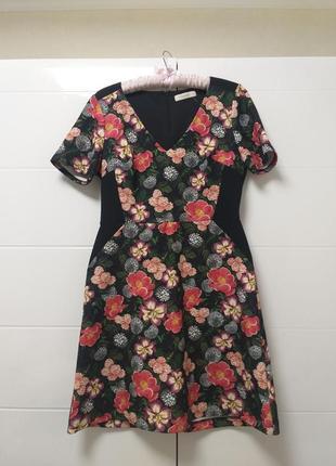 Красивое оригинальное платье футляр