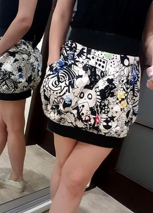 Юбка черно белая цветная topshop эксклюзивная брендовая s с комиксами крутая