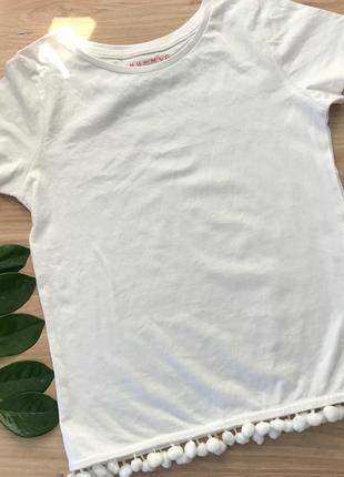 Футболка белая кофта блузка с помпонами