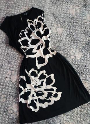 Плаття в чорно-білий принт