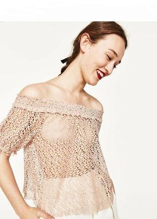 Zara романтичний кружевний топ блуза футболка кроп топ з відкритим плечима пудрового кольору xxs/xs/s