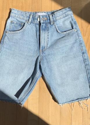 Тренд 2021 года. джинсовые бермуды