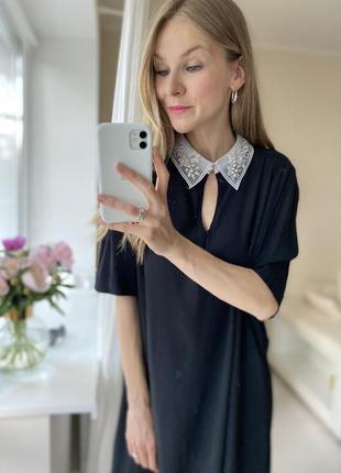 Черное платье белый вопотник органза камушки