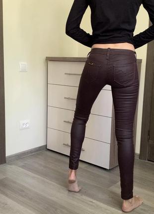 Штаны брюки джинсы под кожу с напылением джинсики