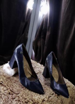 Брендовые классические туфли лодочки на устойчивом толстом каблуке